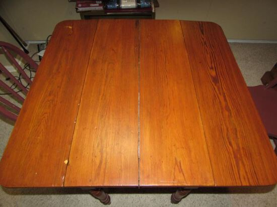 Drop-Leaf Dining Table with Turned Legs &