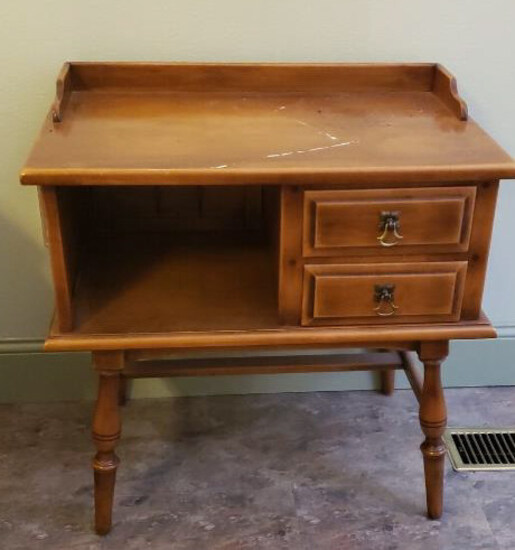 Early American Style Maple End Table by Empire--