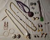 Costume Jewelry: Monet Pierced Earrings,