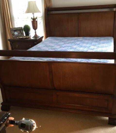 Queen-Size Sleigh Bed--Virginia House