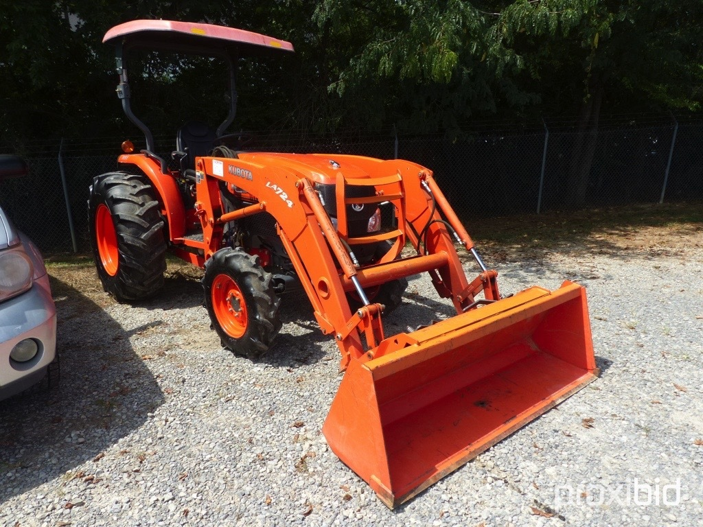 Lot: KUBOTA L3940-4 ROPS TRACTOR W/CANOPY QUICK ATTACH