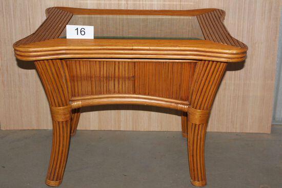 Beautiful Rattan Side Table W/Glass Top