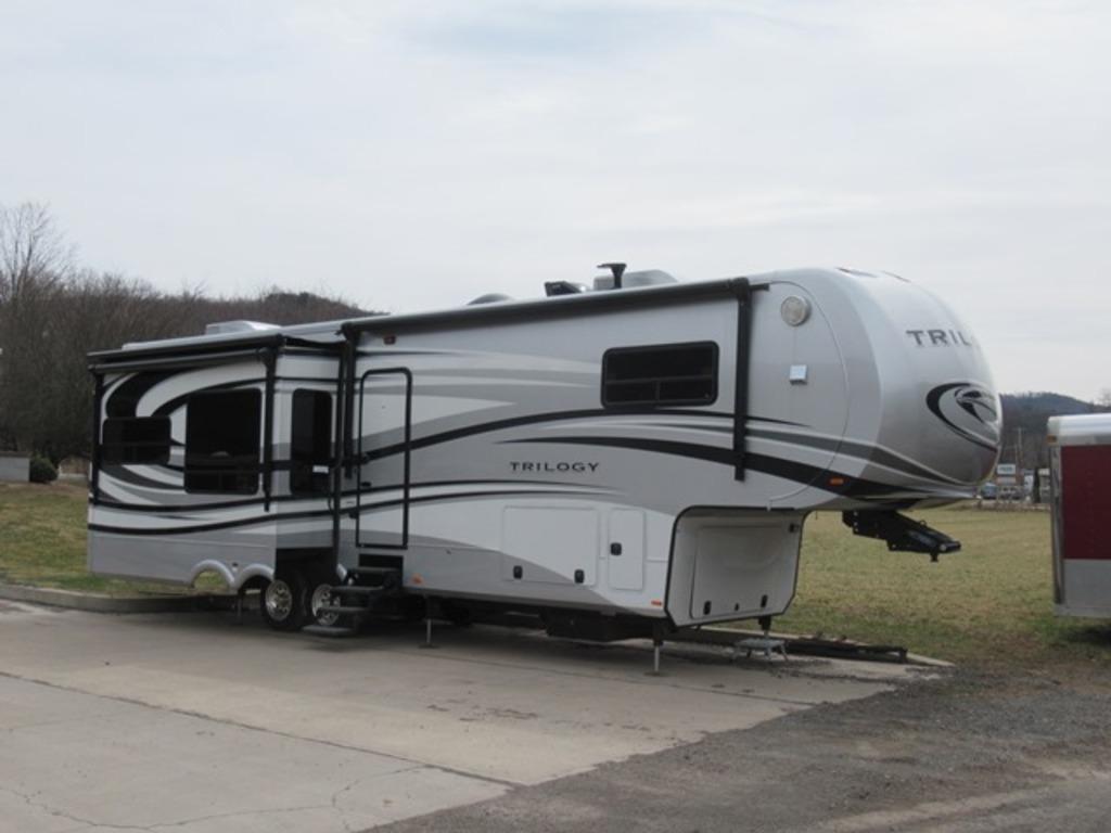 2014 DYNAMAX Trilogy 3650RL Fifth Wheel 4-Season Camper, VIN# 5ZT3TL2B3EC00