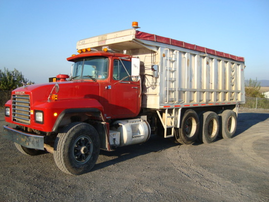 (Unit #7-49) 1993 MACK Model RD688S Tri-Axle Dump Truck, VIN# 1M2P267C7PM01