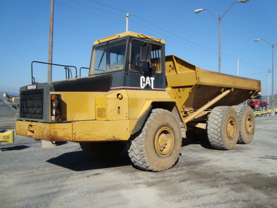 (Unit #24-37) 1996 CATERPILLAR Model D250E, 25 Ton, 6x6 Articulated End Dump