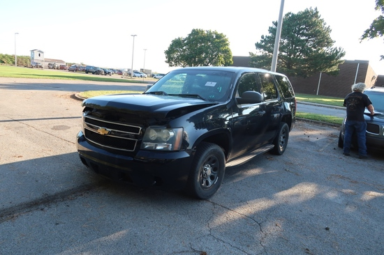 13 Chevrolet Tahoe  Subn BK 8 cyl  Started w Jump on 9/8/21 AT PB PS R AC PW VIN: 1GNLC2E04DR275002;