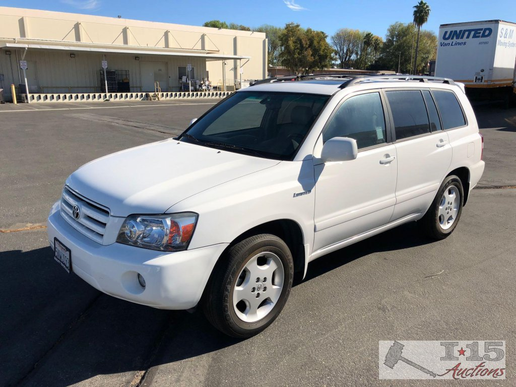 2005 Toyota Highlander Limited only 28,356 miles w/ current smog