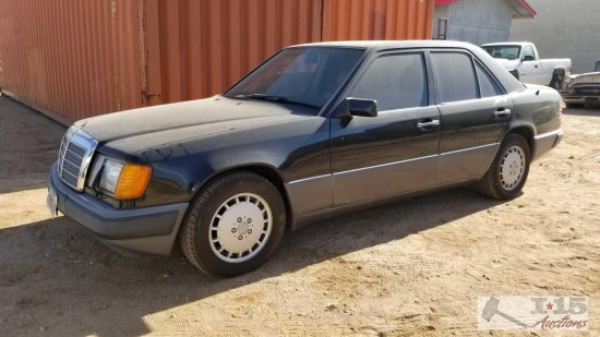 1993...Mercedes-Benz...E Class 300E Black CURRENT SMOG