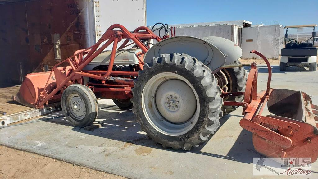 Ford 8N Tractor with Front Bucket and Gannon, See Video!!