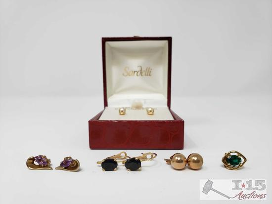 Four Pairs of 14K Gold Earrings With One Single Earring, 3.8g