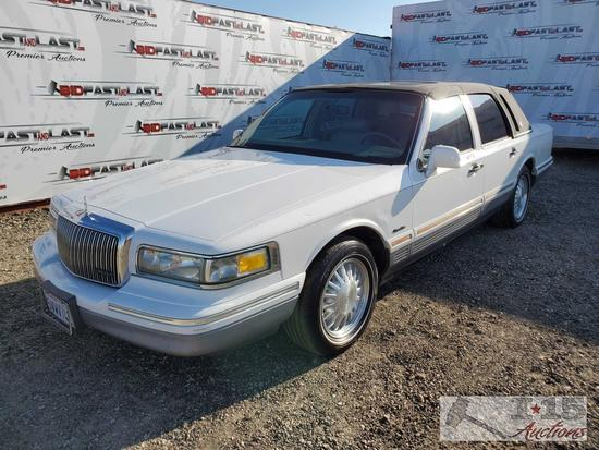 1997 Lincoln Town Car, White Signature Package