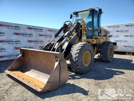 CAT IT38G Enclosed Loader with 4 in 1 Bucket