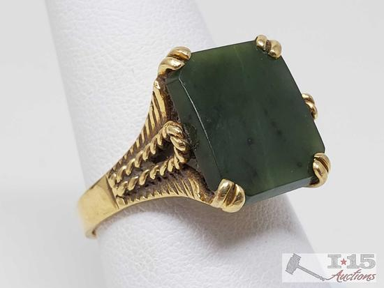 18k Gold Ring with Large Green Center Stone, 6.3g