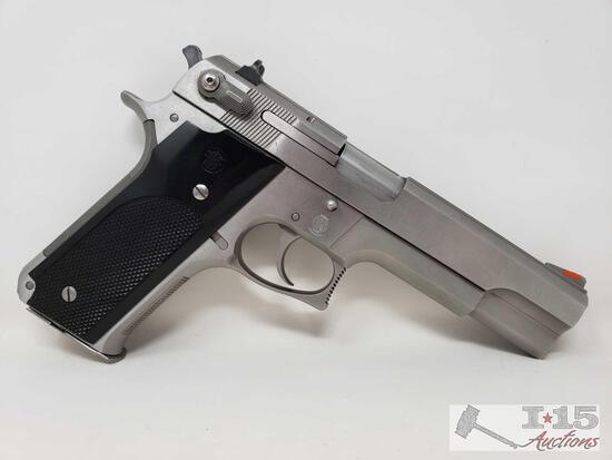 Smith & Wesson Model 645 .45 Auto Semi-Auto Pistol with 8 Round Magazine
