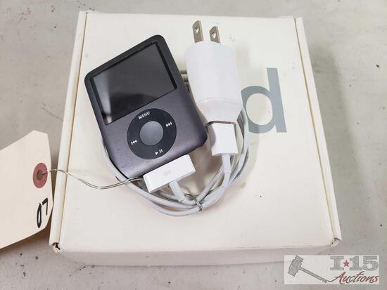 Apple 8GB iPod with iPod Box