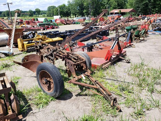 International 2btm. Pull Plow