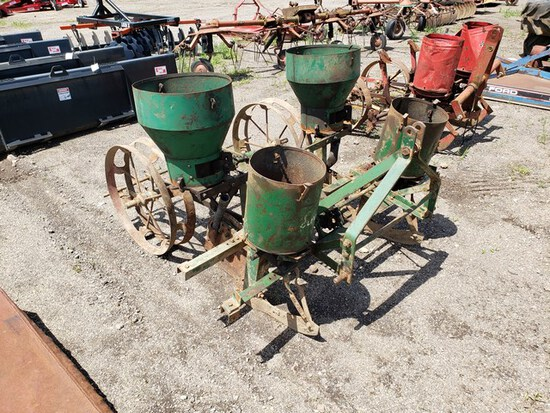 Oliver 2row 3pt. Corn Planter