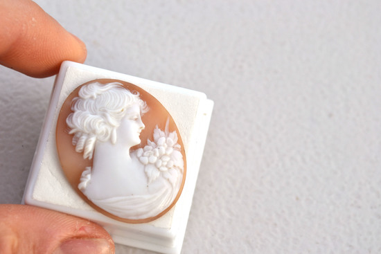 22.04 Carat Very Fine Antique Hand Carved Shell Cameo