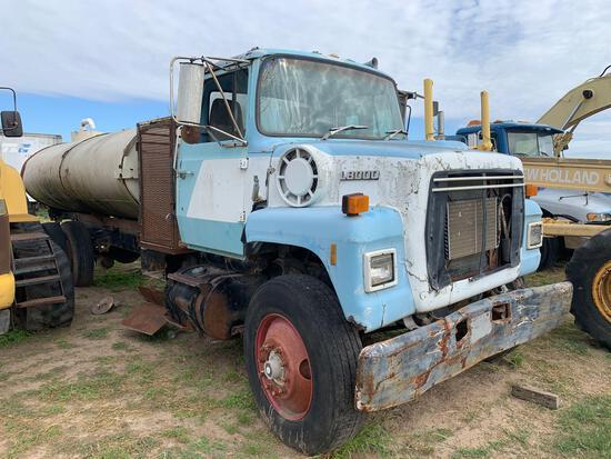 1987 Ford 8000 water Truck 3000 gal VIN # 1FDXR80U9HVA47012