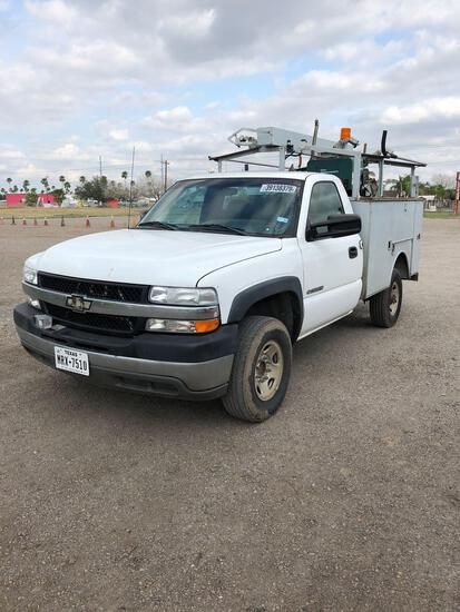 2002 Chevrolet 2500HD utility truck with generator