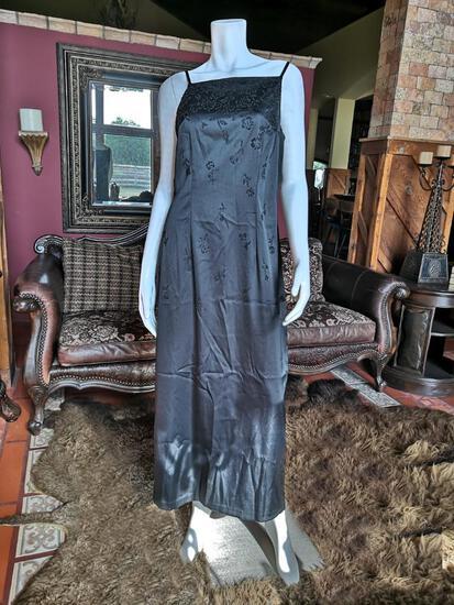 NIGHT DRESS. BRAND CDC. SIZE 10. PRICE $250