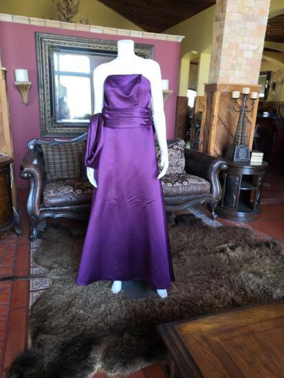 NIGHT DRESS. BRAND BILL LEVKOFF. SIZE L. PRICE $250