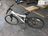 1 Bicycle (White/Black)