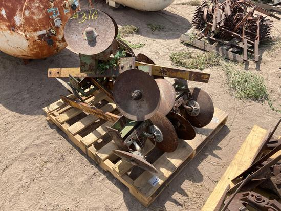 Pallet w/Cultivator Discs
