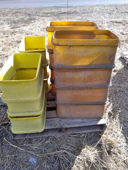 Pallet w/ (14) 20 1/2In & 13 1/2 In Painter Buckets