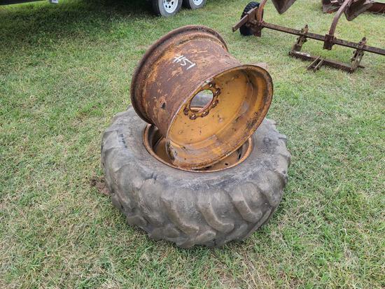 (1) Tractor Tire w(2) Rims