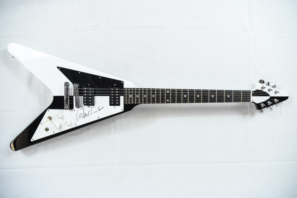 michael schenker signed gibson flying v guitar art antiques collectibles collectibles. Black Bedroom Furniture Sets. Home Design Ideas