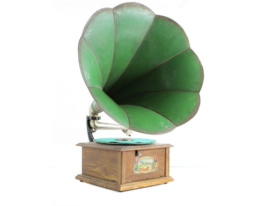 Yankee Prince Horn Phonograph