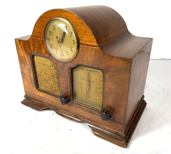 1941 Detrola Radio w/ Clock Model 3281