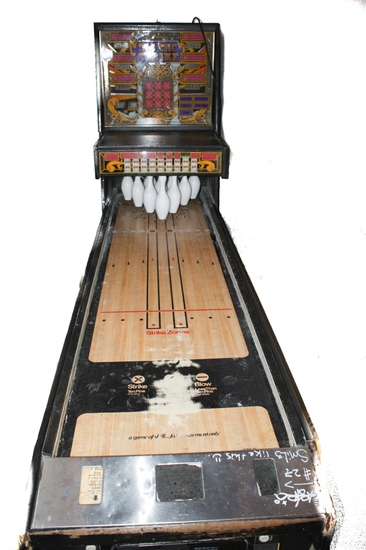 "Williams ""Tic Tac Strike"" Puck Bowling Arcade Game"