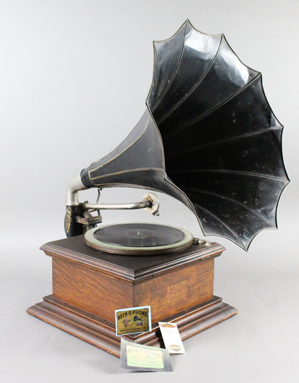 Keen-O-Phone Table Model Disc Phonograph w/Horn