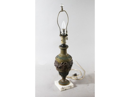 Victorian-Style Lamp with Marble Base (2)