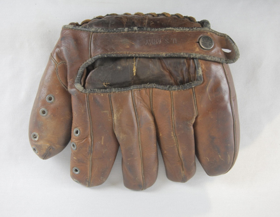 WWII US Army Right Handed Fielder's Baseball Glove