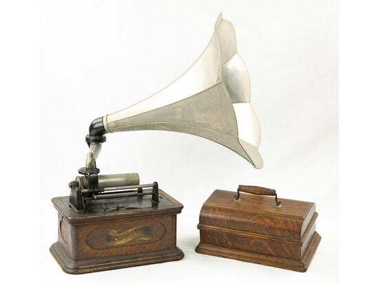Columbia Type BO Cylinder Phonograph