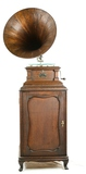 Victor V Disc Phonograph w/Oak Horn