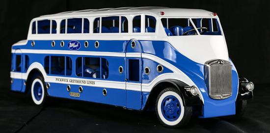 Greyhound Pickwick Nite Coach Model