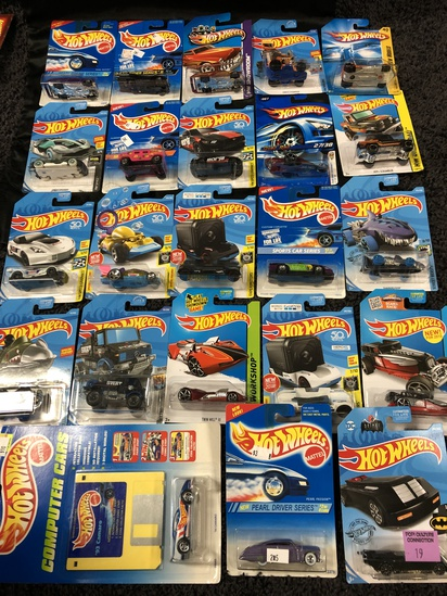 LARGE LOT OF MATTEL HOT WHEELS NEW ON CARD