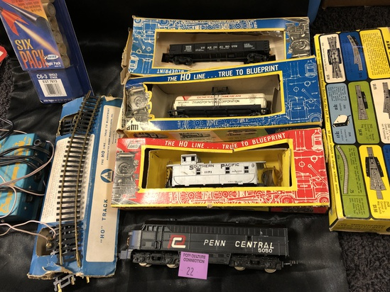 CLEAN LOT OF HO TRAIN ENGINES AND MORE