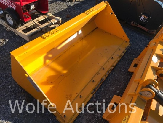"72"" Severe Duty Bucket with Bolt on Cutting Edge"