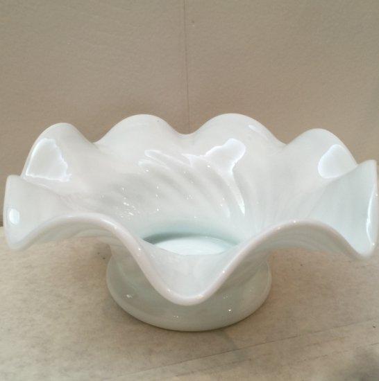 Vintage White Swirl Ruffle Edge Bowl