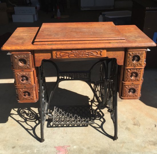 Antique 1900's Treadle Singer Sewing Machine Tiffany/Gingerbread in Beautiful Cast Iron Base Cabinet