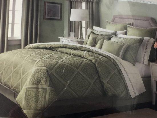 Queen Size 24 Pc Martha Stewart Comforter Set