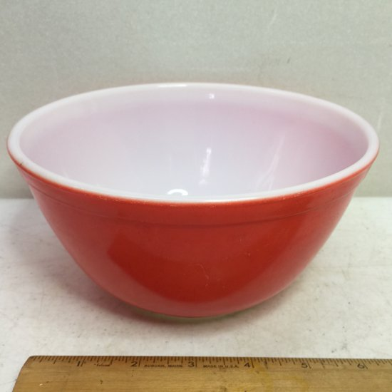 Vintage Pyrex 1-1/2 Qt Red Mixing Bowl