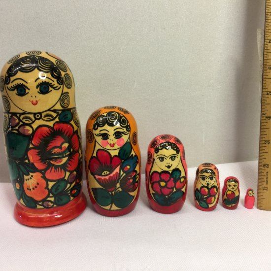 Vintage Nesting Dolls Set with 6 Sizes!