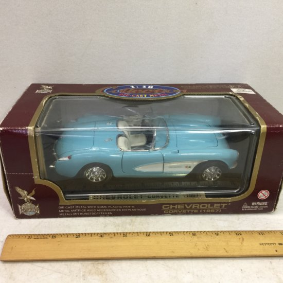 Road Legends 1:18 Die-Cast Metal 1957 Chevrolet Corvette - In Box