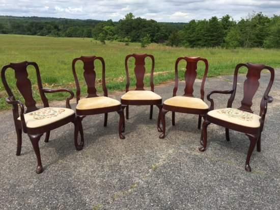 Set of 6 Mahogany Queen Anne Splat Back Dining Chairs (One Not Pictured in Main Picture)